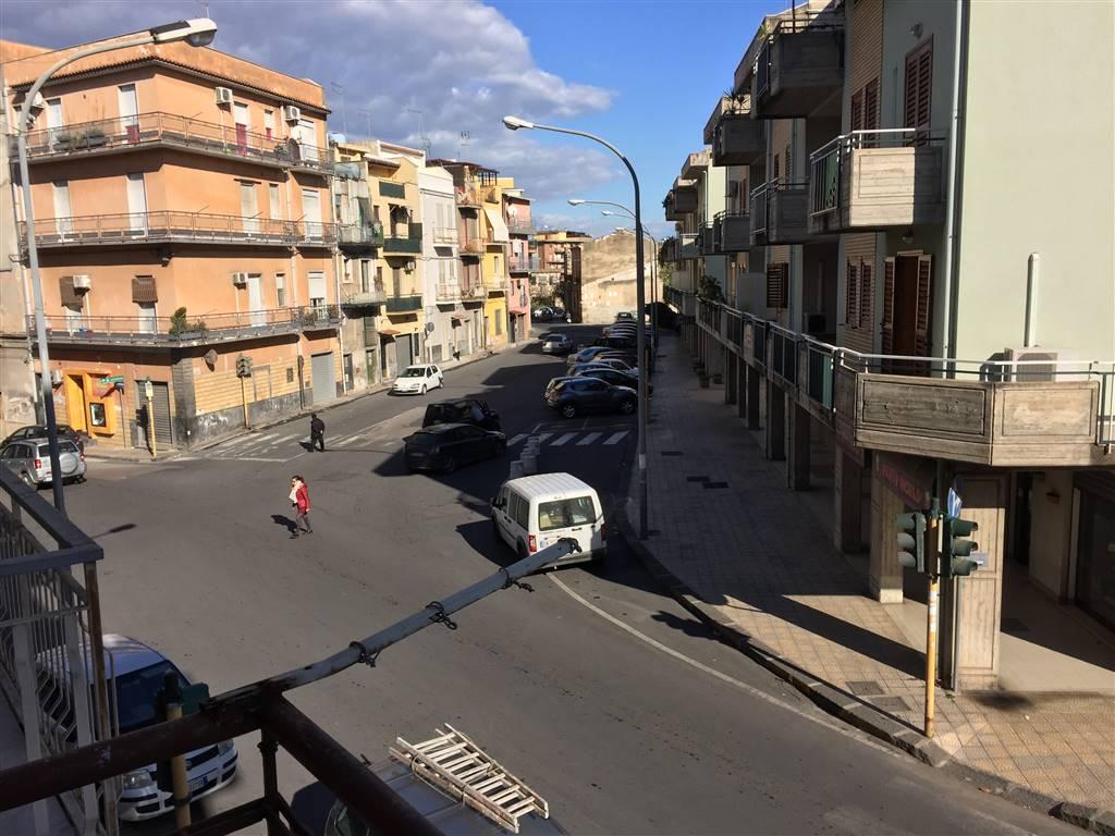 Appartamento in affitto a Lentini, 2 locali, zona Località: P.ZZA DEI SOFISTI, prezzo € 270 | CambioCasa.it