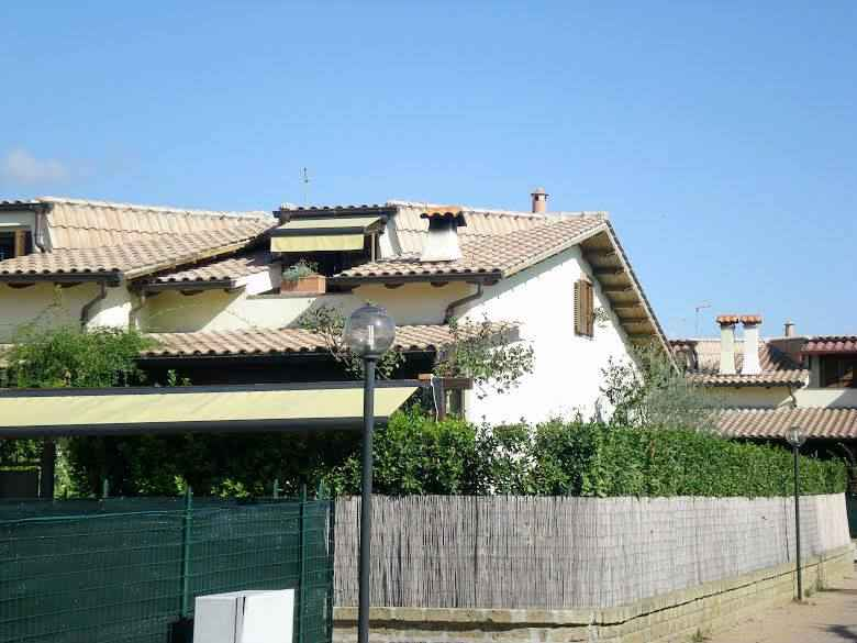 Villa Bifamiliare in vendita a Capena, 4 locali, prezzo € 185.000 | Cambiocasa.it