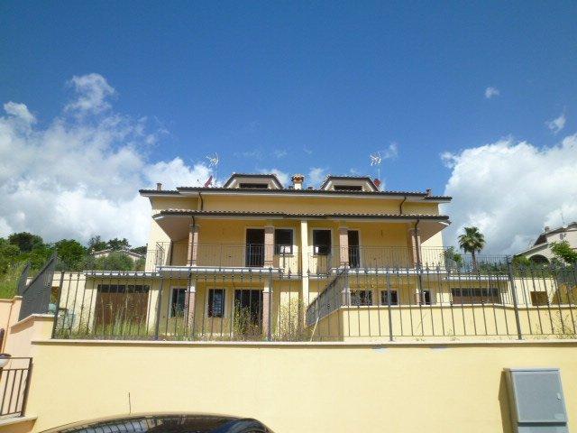 Villa in vendita a Morlupo, 4 locali, prezzo € 255.000 | Cambio Casa.it