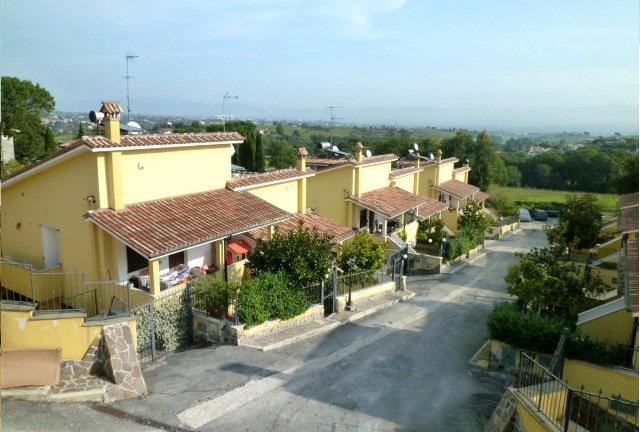 Villa Bifamiliare in vendita a Capena, 4 locali, zona Località: COLLE DEL FAGIANO, prezzo € 225.000 | Cambiocasa.it