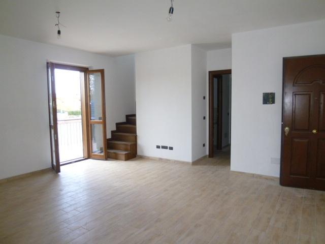 Appartamento in vendita a Capena, 4 locali, zona Località: BIVIO, prezzo € 175.000 | Cambio Casa.it