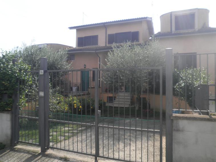 Villa in vendita a Capena, 3 locali, zona Località: BIVIO, prezzo € 190.000 | Cambiocasa.it