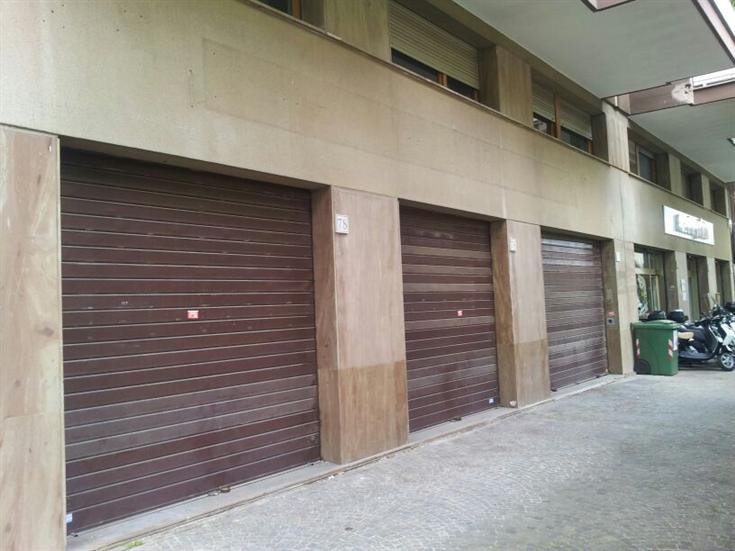 Negozio locale roma affitto zona 22 eur for Affitto uffici zona eur