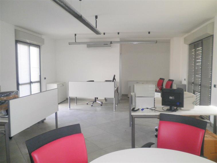 Ufficio / Studio in affitto a Fiano Romano, 9999 locali, zona Località: CENTRO, prezzo € 900 | Cambio Casa.it