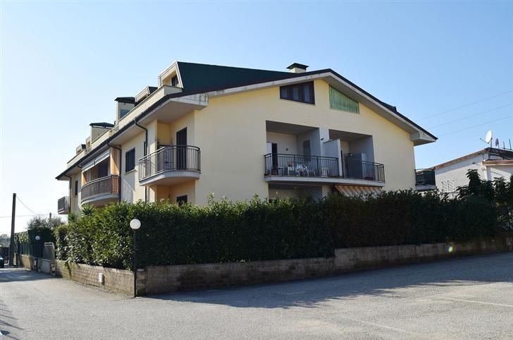 Appartamento in vendita a Capena, 3 locali, prezzo € 155.000 | Cambiocasa.it