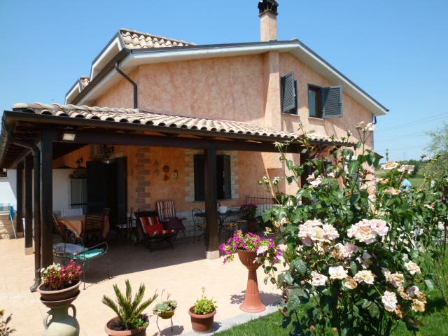 Villa in vendita a Capena, 3 locali, zona Località: PONTE STORTO, prezzo € 239.000 | Cambio Casa.it