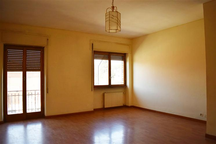 Appartamento in vendita a Capena, 3 locali, zona Località: BIVIO, prezzo € 95.000 | Cambiocasa.it