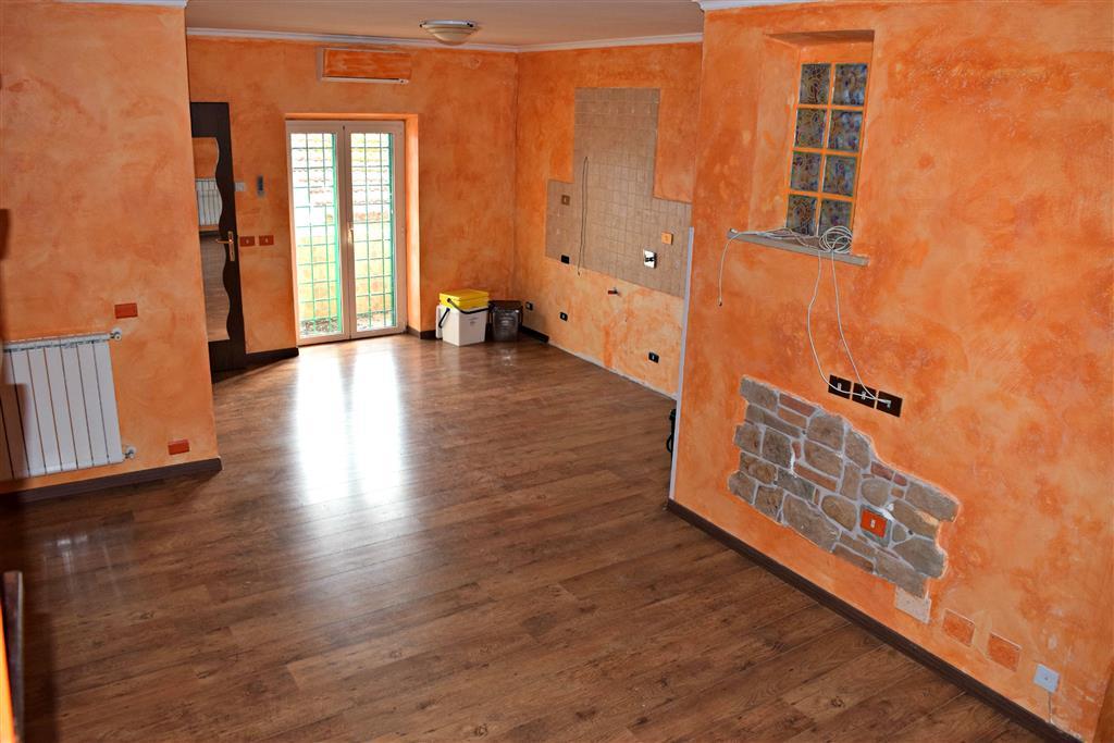 Appartamento in vendita a Palombara Sabina, 3 locali, zona Zona: Cretone, prezzo € 79.000 | Cambio Casa.it