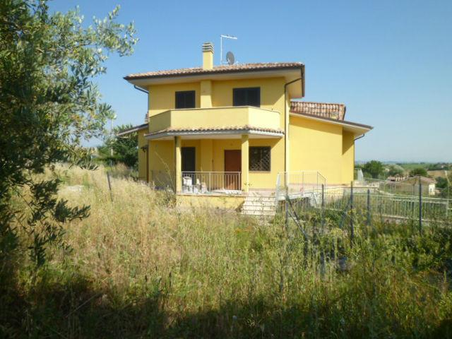 Villa in vendita a Capena, 4 locali, zona Località: SELVOTTA, prezzo € 195.000 | Cambio Casa.it