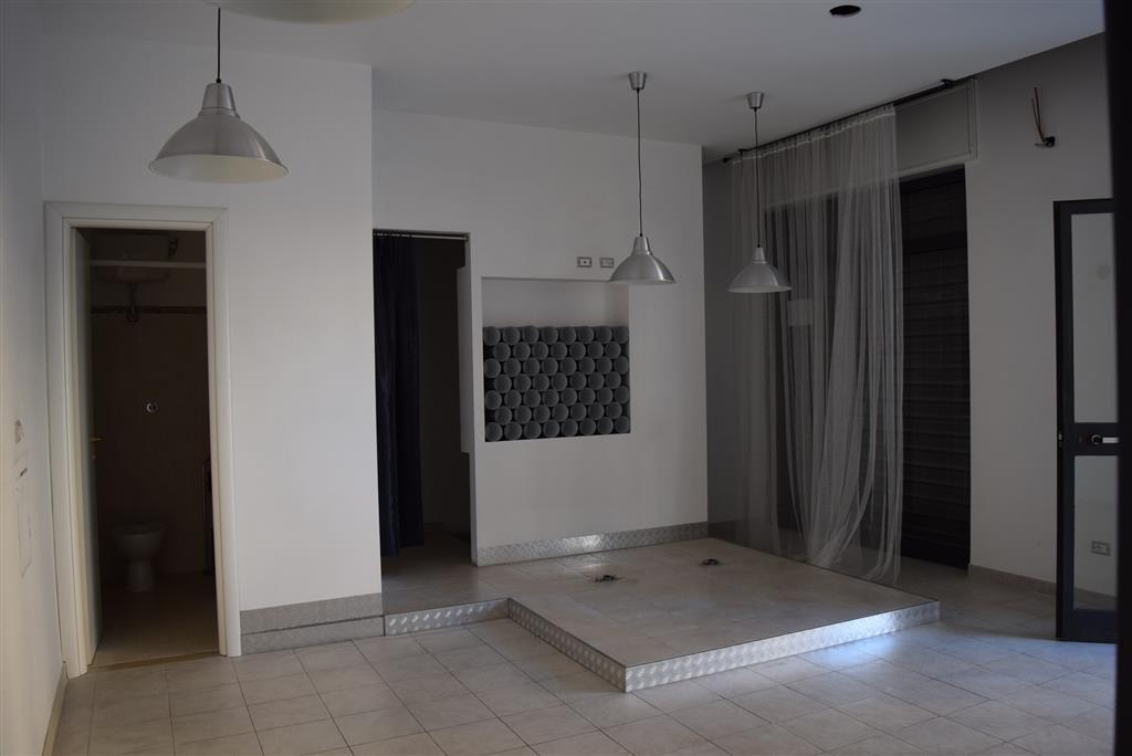Negozio / Locale in affitto a Fiano Romano, 9999 locali, zona Località: CENTRO, prezzo € 500 | Cambio Casa.it
