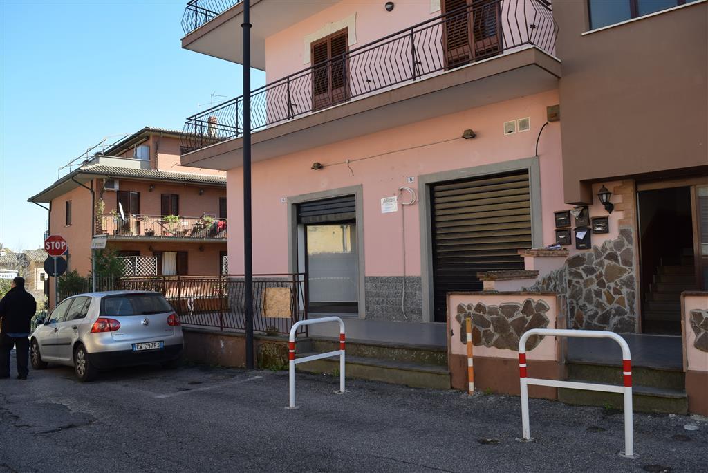 Negozio / Locale in affitto a Fiano Romano, 9999 locali, zona Località: CENTRO, prezzo € 400 | CambioCasa.it