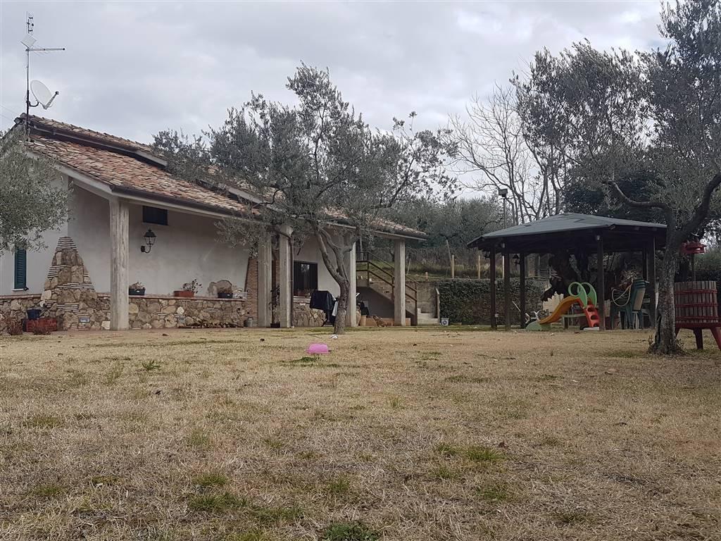 Villa in vendita a Fara in Sabina, 3 locali, zona Zona: Passo Corese, prezzo € 189.000 | Cambio Casa.it
