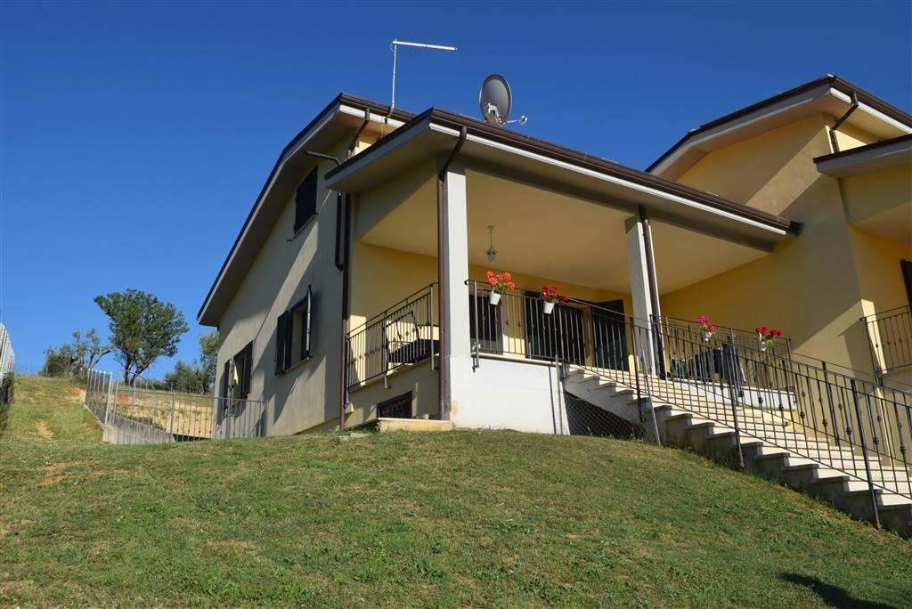 Villa in vendita a Fara in Sabina, 5 locali, prezzo € 235.000 | CambioCasa.it