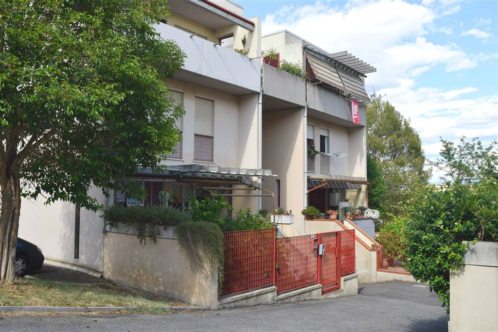 Appartamento in vendita a Fiano Romano, 4 locali, zona Località: CENTRO, prezzo € 114.000 | CambioCasa.it