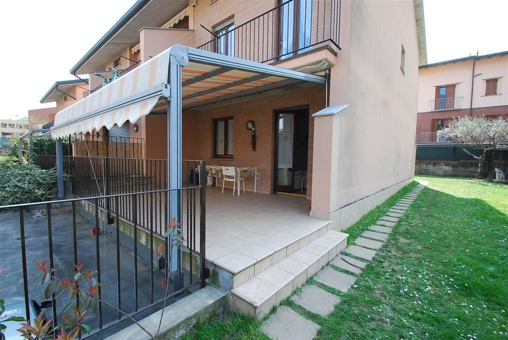 Villa bifamiliare a OLGINATE 8 Vani - Garage - Giardino