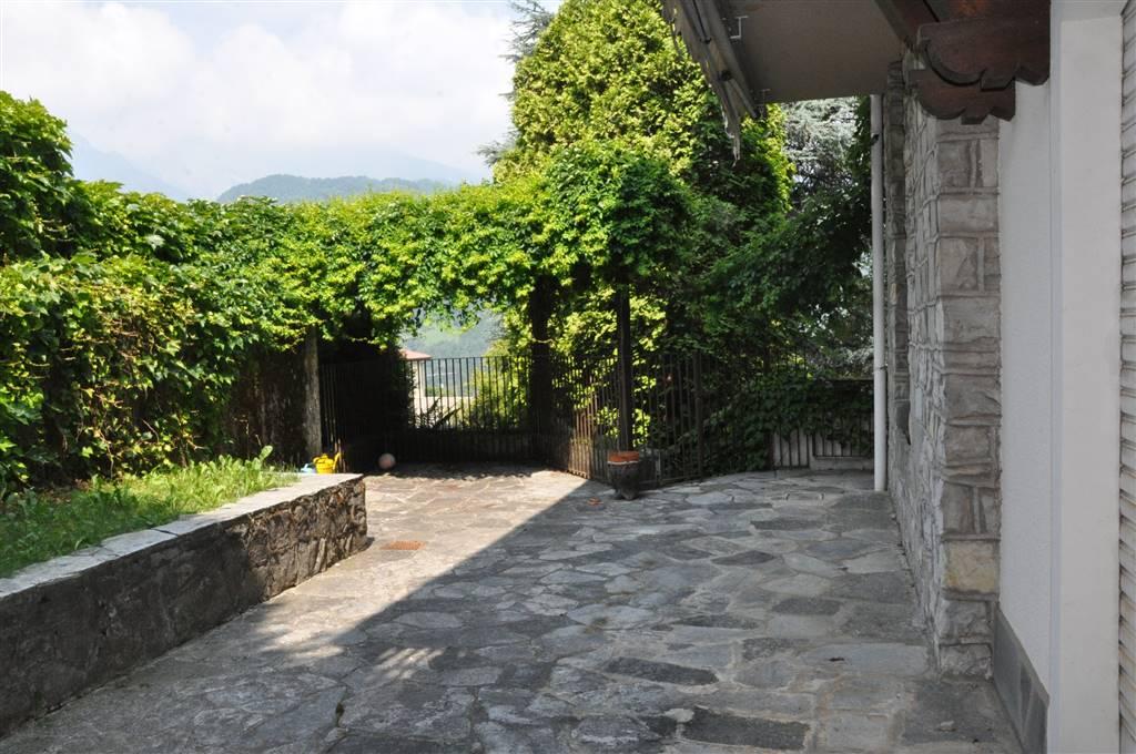 Villa a CREMENO 270 Mq   8 Vani   Giardino 600 Mq