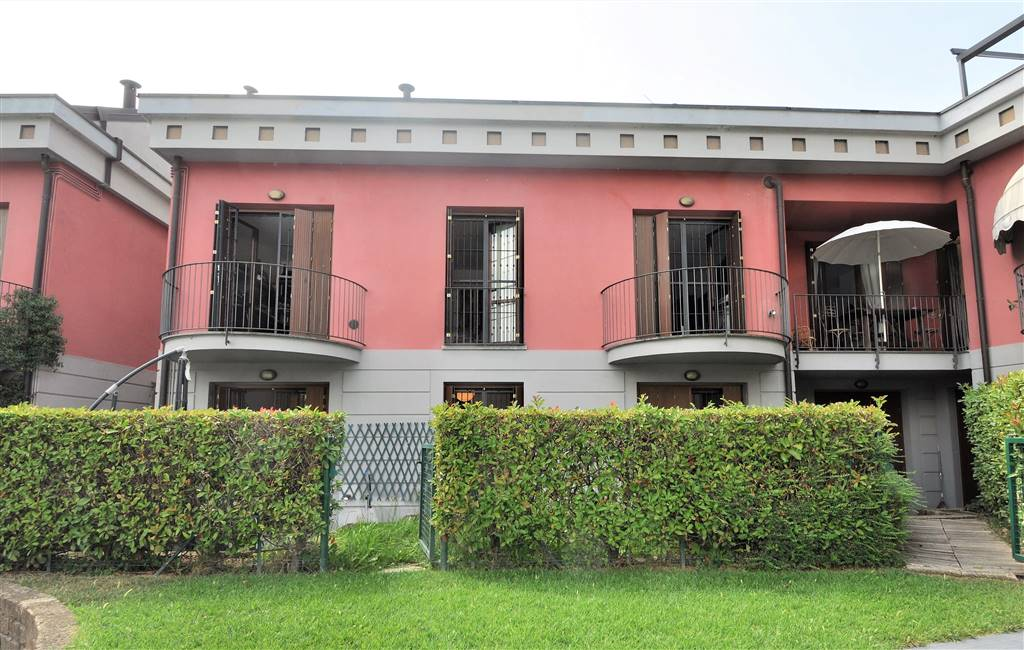 Appartamento a GARLATE 160 Mq | 8 Vani | Giardino 0 Mq