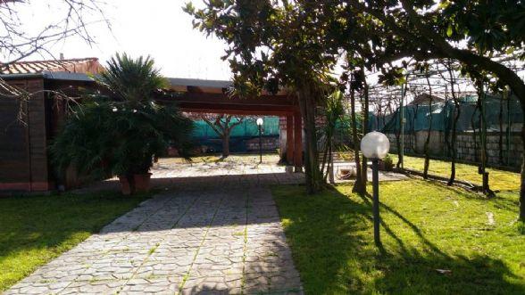 Soluzione Indipendente in vendita a Pontecagnano Faiano, 3 locali, zona Località: ZONA 1 - LITORANEA, prezzo € 59.000 | CambioCasa.it