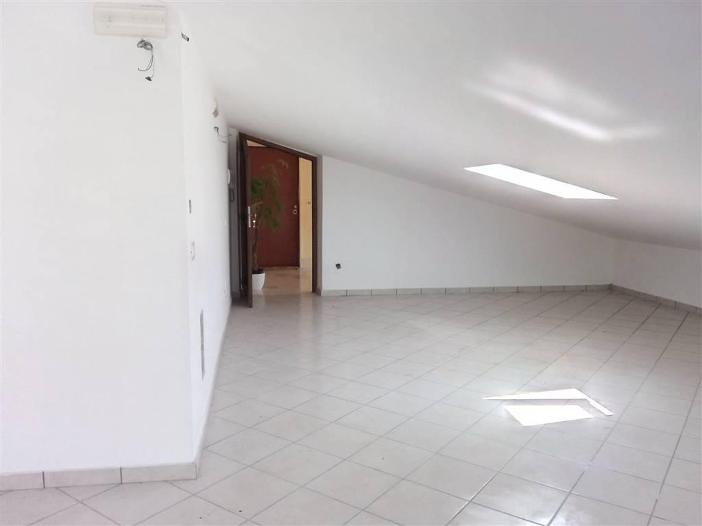 Appartamento in affitto a Montecorvino Rovella, 3 locali, zona Zona: Macchia, prezzo € 350 | CambioCasa.it