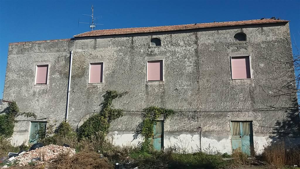 Soluzione Indipendente in vendita a Montecorvino Pugliano, 10 locali, zona Località: SAN VITO, prezzo € 150.000 | CambioCasa.it