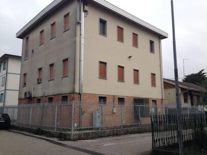 Palazzo / Stabile in vendita a Noventa Padovana, 15 locali, prezzo € 530.000   Cambio Casa.it
