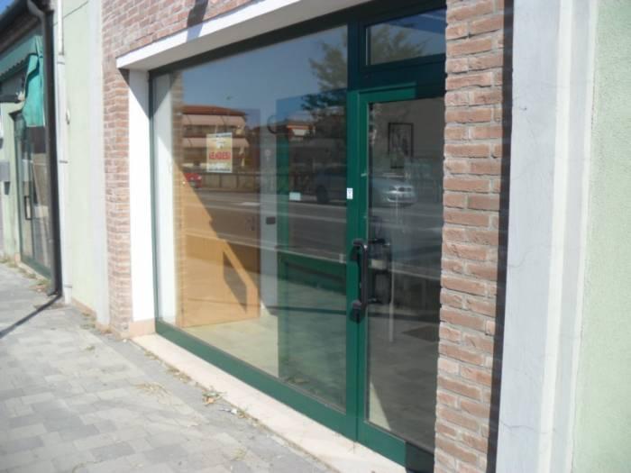 Negozio / Locale in affitto a Chioggia, 2 locali, zona Località: SANTANNA, prezzo € 500 | Cambio Casa.it