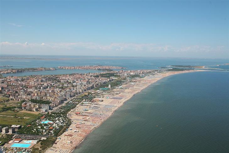 Albergo in vendita a Chioggia, 30 locali, zona Zona: Sottomarina, Trattative riservate | Cambio Casa.it