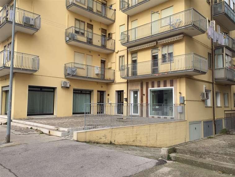 Negozio / Locale in vendita a Chioggia, 2 locali, zona Zona: Sottomarina, prezzo € 135.000 | Cambio Casa.it