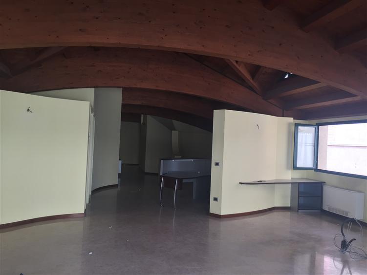 Ufficio / Studio in affitto a Chioggia, 9 locali, zona Zona: Sottomarina, prezzo € 1.500   Cambio Casa.it