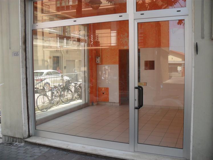Negozio / Locale in vendita a Chioggia, 2 locali, zona Zona: Sottomarina, prezzo € 70.000 | CambioCasa.it