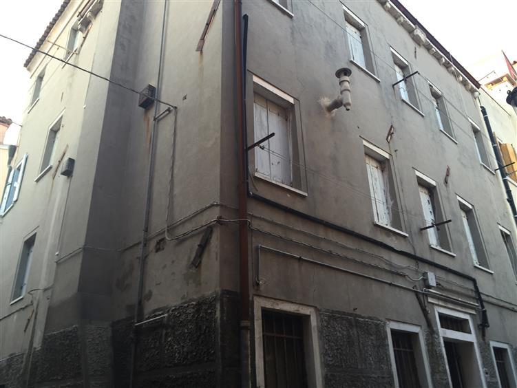 Soluzione Indipendente in vendita a Chioggia, 7 locali, zona Località: CHIOGGIA CENTRO STORICO, prezzo € 120.000   Cambio Casa.it