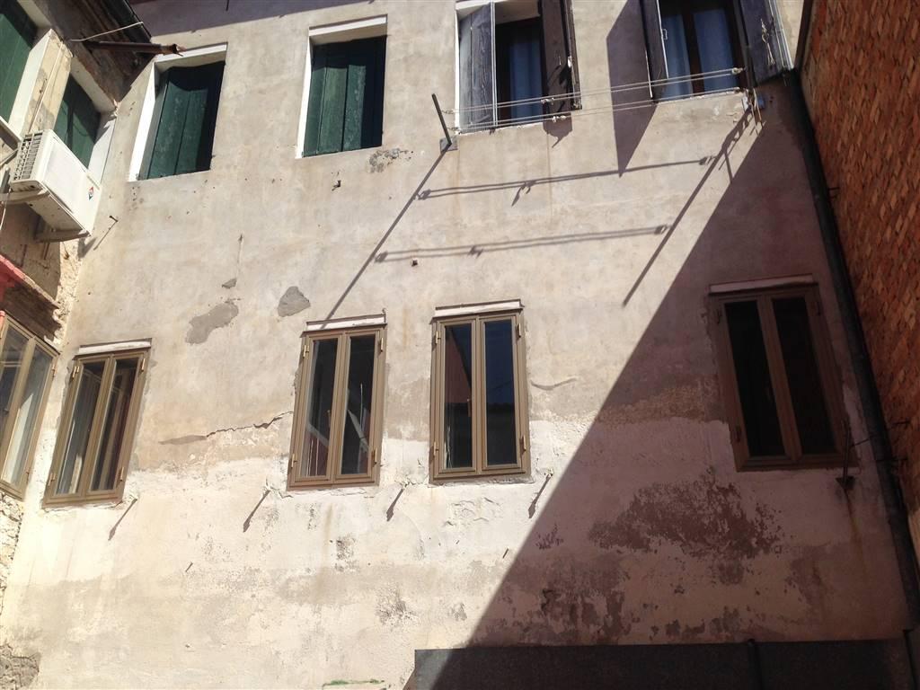 Soluzione Indipendente in vendita a Chioggia, 6 locali, zona Località: CHIOGGIA CENTRO STORICO, prezzo € 170.000   Cambio Casa.it