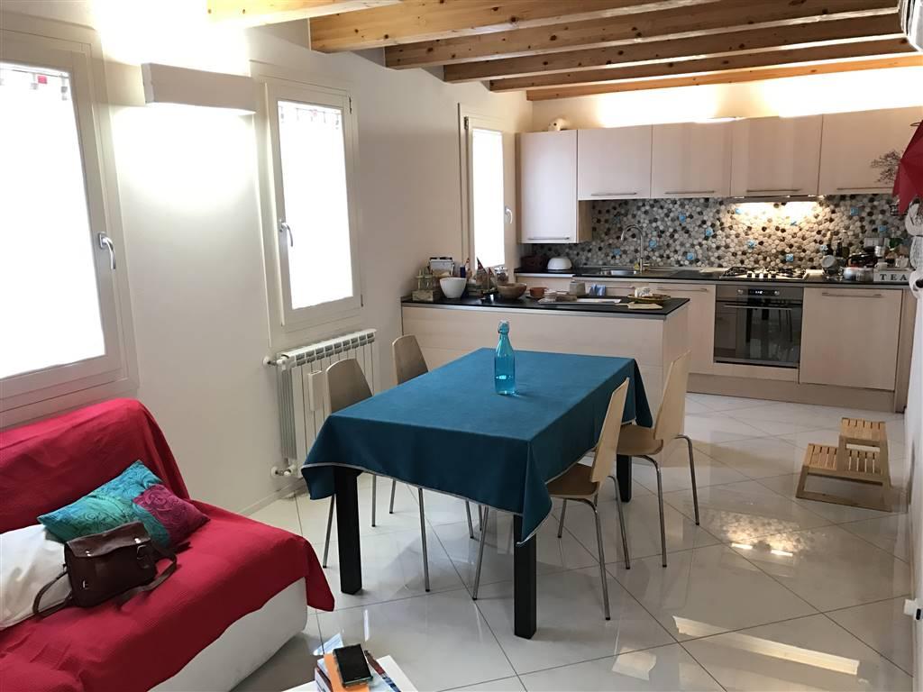Appartamento in affitto a Chioggia, 4 locali, zona Località: CHIOGGIA CENTRO STORICO, prezzo € 600 | Cambio Casa.it