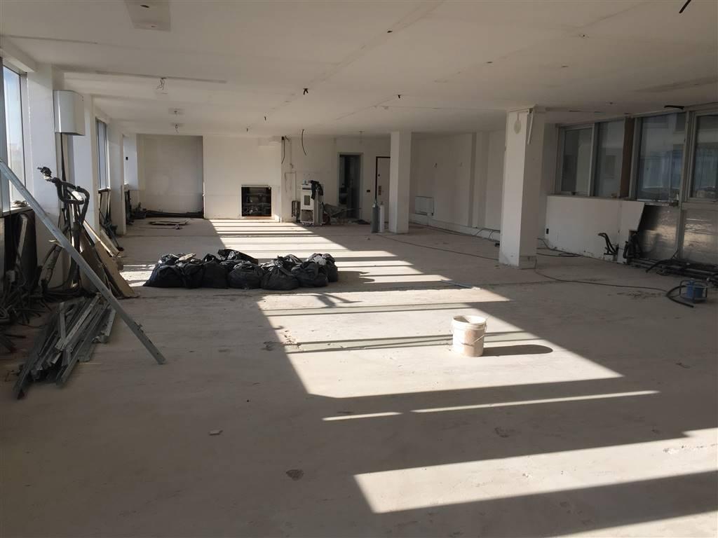 Ufficio / Studio in affitto a Chioggia, 250 locali, zona Zona: Sottomarina, prezzo € 2.400 | CambioCasa.it