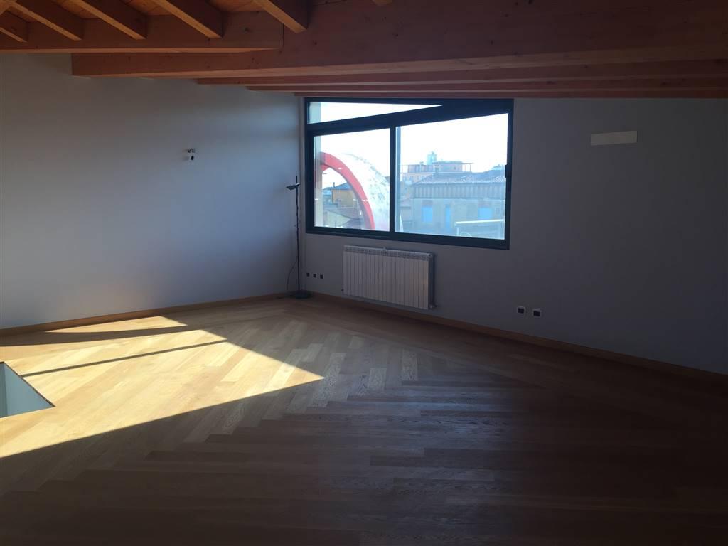 Attico / Mansarda in vendita a Chioggia, 5 locali, zona Zona: Sottomarina, prezzo € 450.000 | Cambio Casa.it