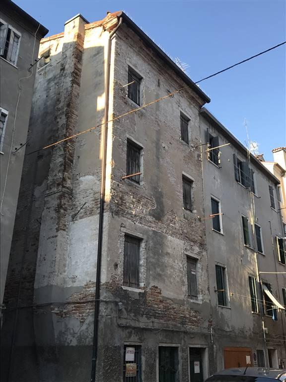 Soluzione Indipendente in vendita a Chioggia, 5 locali, zona Località: CHIOGGIA CENTRO STORICO, prezzo € 130.000   CambioCasa.it