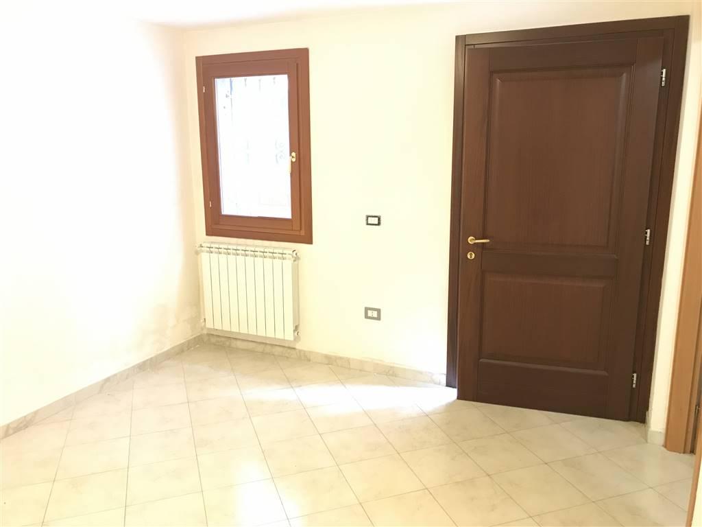 Negozio / Locale in affitto a Chioggia, 2 locali, zona Località: CHIOGGIA CENTRO STORICO, prezzo € 550 | CambioCasa.it