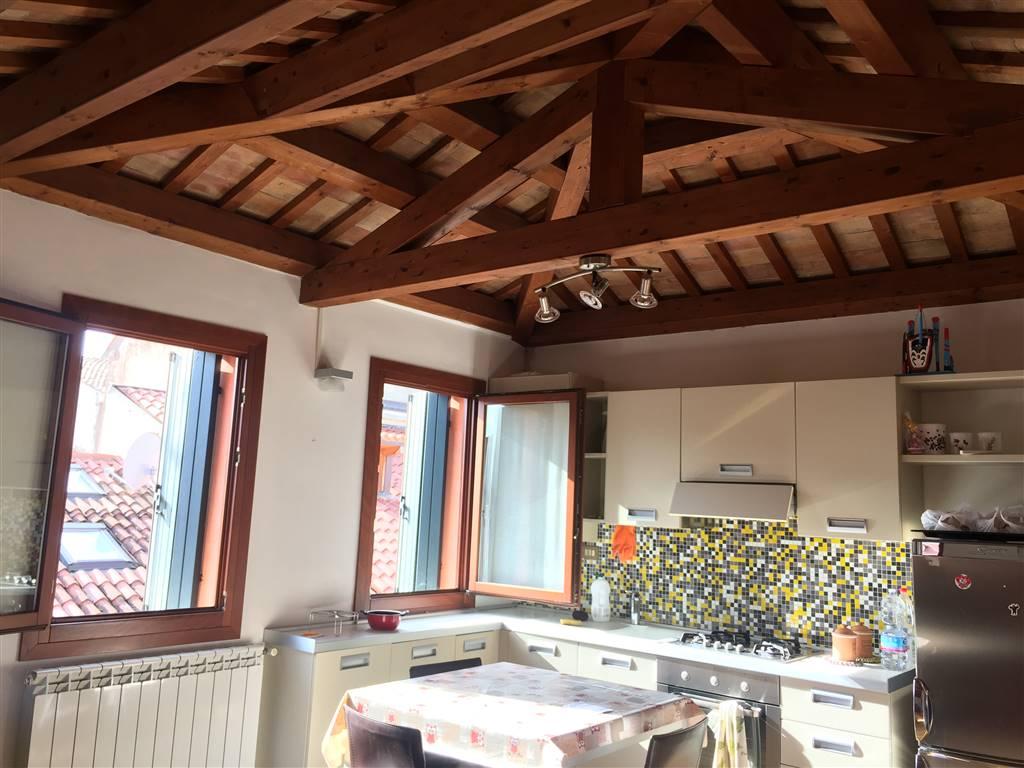 Attico / Mansarda in vendita a Chioggia, 3 locali, zona Località: CHIOGGIA CENTRO STORICO, prezzo € 125.000 | CambioCasa.it