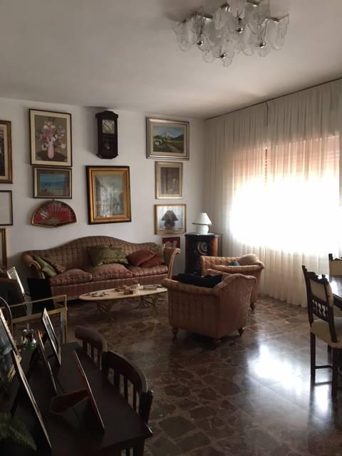 Appartamento in vendita a Policoro, 8 locali, prezzo € 196.000 | Cambio Casa.it