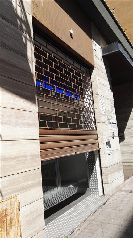 Negozio / Locale in affitto a Salerno, 9999 locali, zona Zona: Carmine, prezzo € 1.000 | Cambio Casa.it