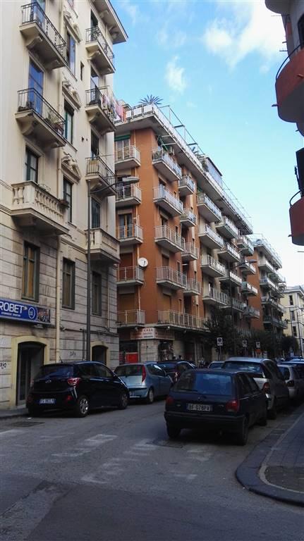 Appartamento in affitto a Salerno, 5 locali, zona Zona: Carmine, prezzo € 600 | Cambio Casa.it