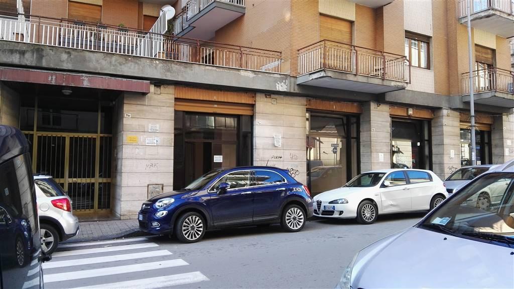 Negozio / Locale in affitto a Salerno, 9999 locali, zona Zona: Carmine, prezzo € 1.300 | CambioCasa.it