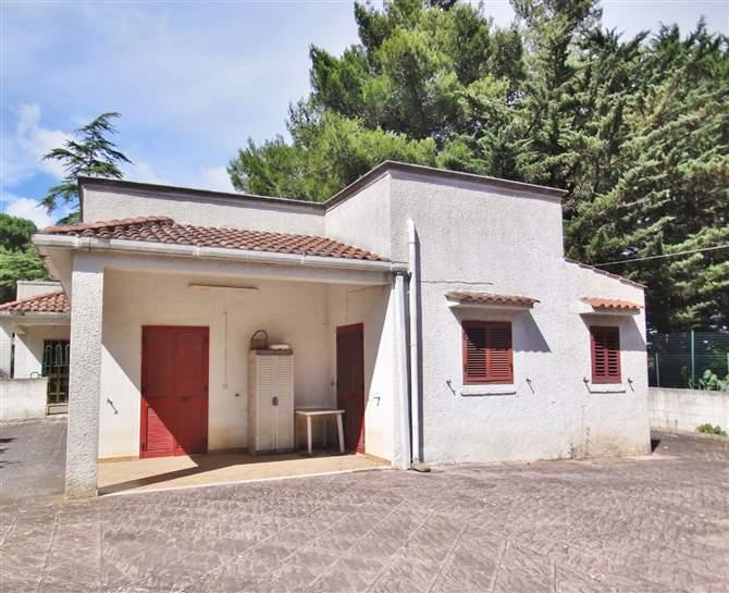 Villa in vendita a Martina Franca, 3 locali, zona Località: SAN PAOLO, prezzo € 80.000 | CambioCasa.it