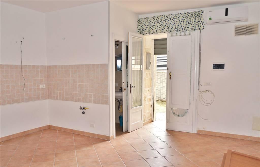 Appartamento in vendita a Martina Franca, 2 locali, zona Località: GHIACCIAIA, prezzo € 40.000 | Cambio Casa.it