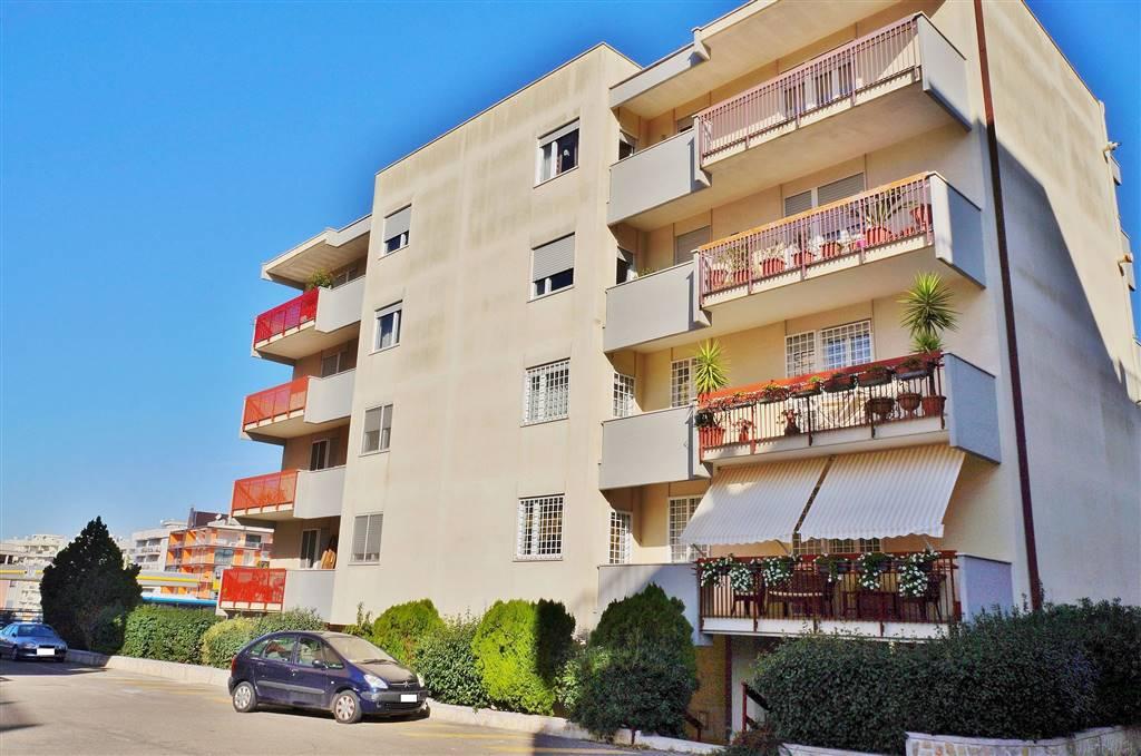 Appartamento in vendita a Martina Franca, 4 locali, zona Località: LEONE XIII, prezzo € 175.000 | CambioCasa.it