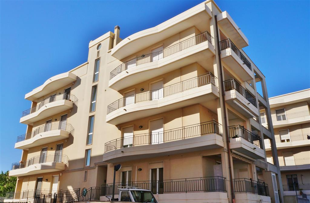 Appartamento in vendita a Martina Franca, 4 locali, zona Località: MONTETULLIO, prezzo € 175.000 | Cambio Casa.it