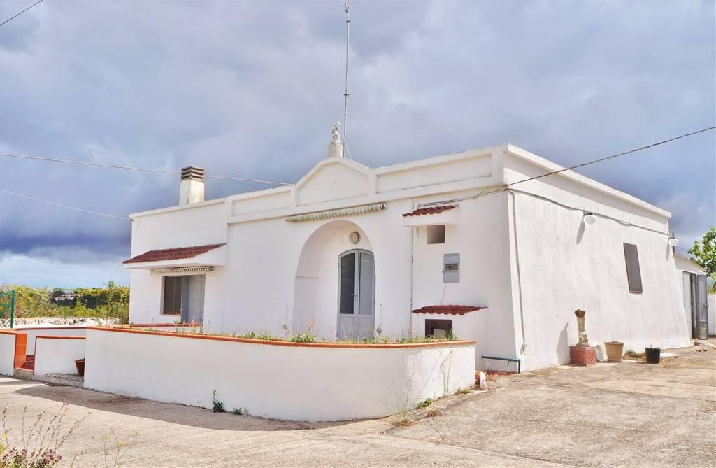 Rustico / Casale in vendita a Martina Franca, 3 locali, zona Località: VIA CEGLIE, prezzo € 68.000 | Cambio Casa.it