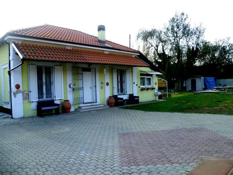 Villa in vendita a San Salvatore Monferrato, 6 locali, prezzo € 250.000 | Cambio Casa.it