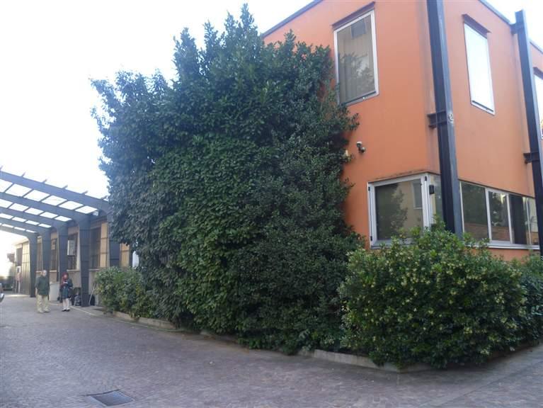 Locale commerciale in Via E. Chinotto 28, Lotto, Novara, S. Siro, Milano