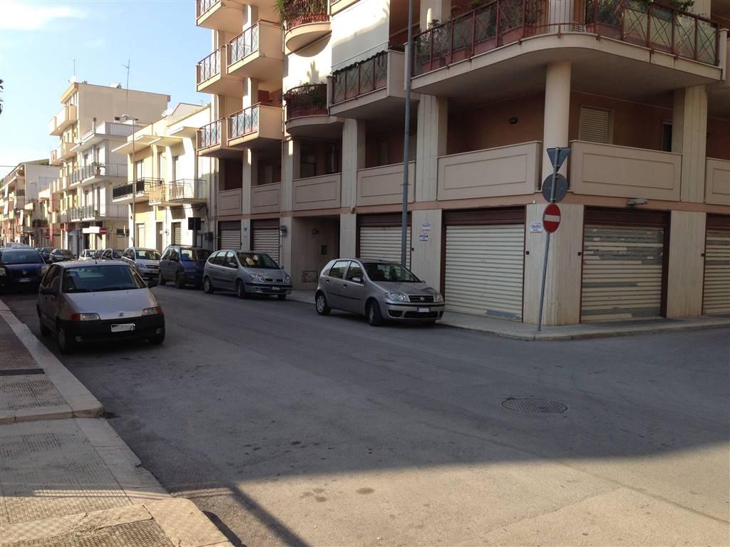 Immobile Commerciale in affitto a Andria, 9999 locali, zona Località: SEMICENTRO, prezzo € 1.100 | CambioCasa.it